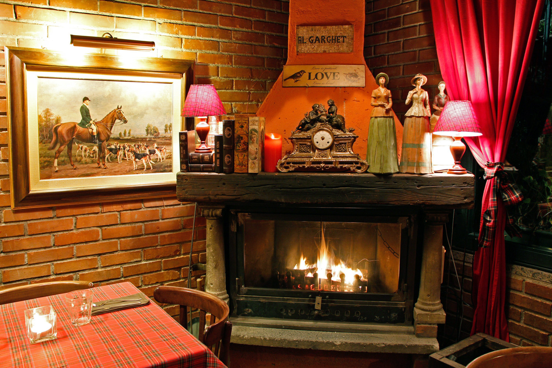 Al Garghet ristorante milanese sala interna caminetto