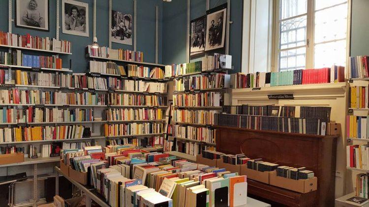 Interno libreria del Mondo Offeso