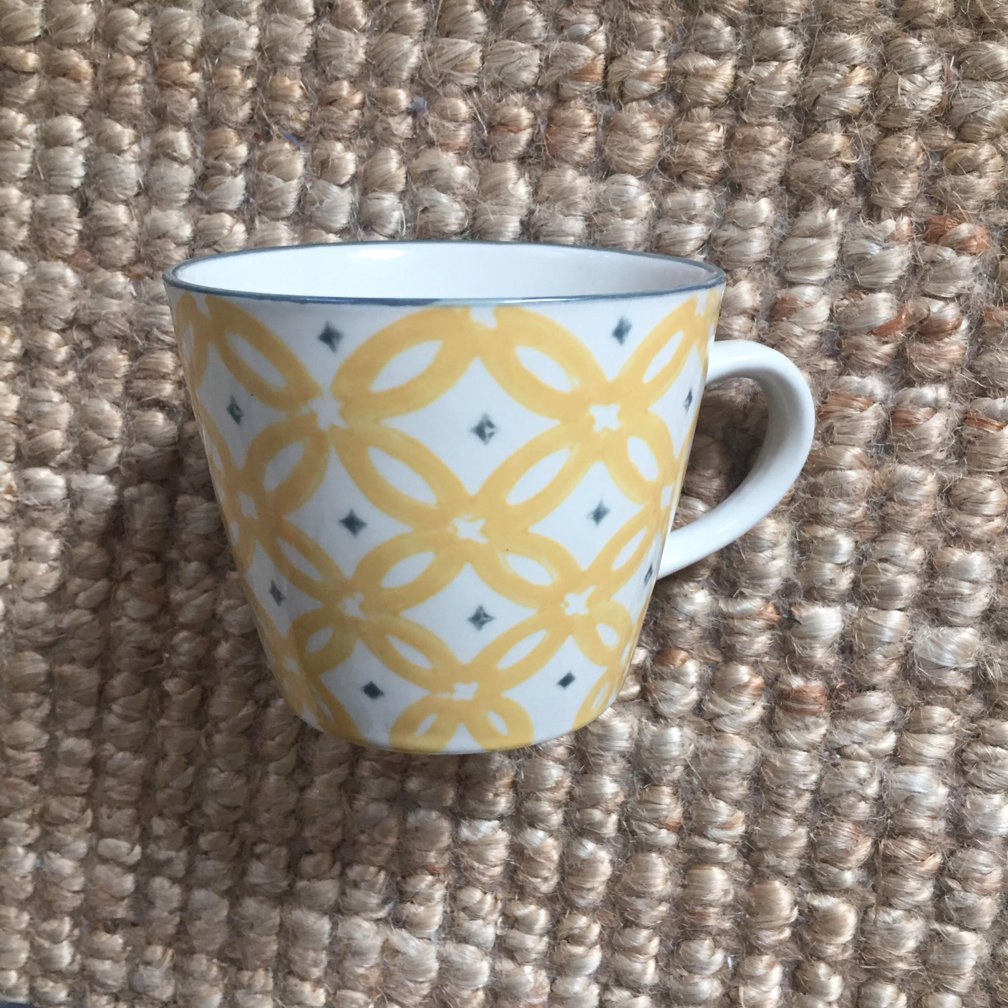 Mug pattern giallo e bianco